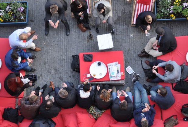 Participantes trocam experiências após o primeiro dia do Social Now Europe 2015