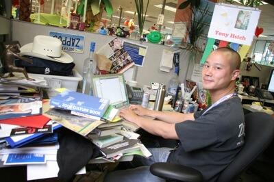 Tony Hsieh à sua secretária