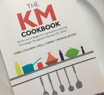 "Fotografia do livro ""The KM Cookbook"" (Collison et al., 2019)"