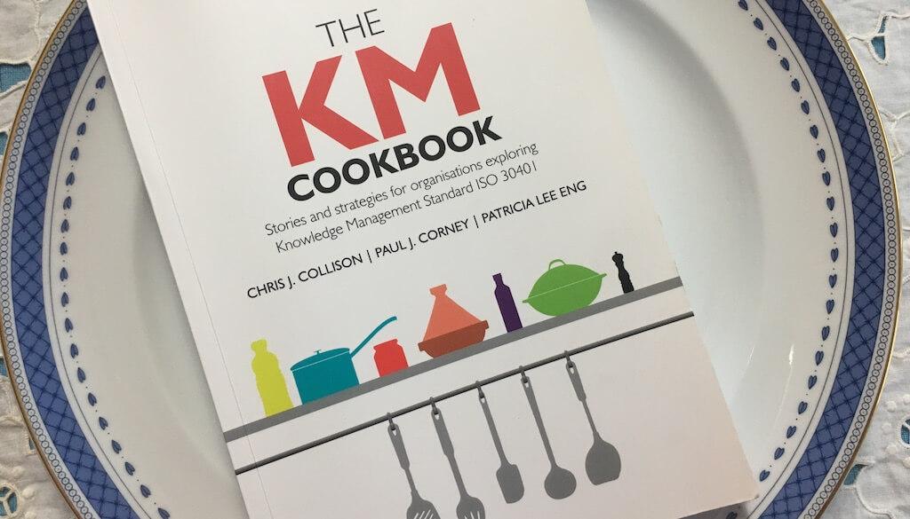 "Fotografia do livro ""The KM Cookbook"" (Collison et al., 2019)"