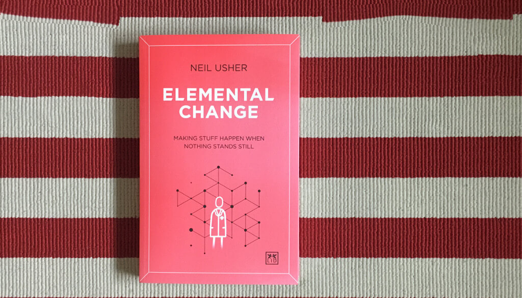 "Fotografia do livro ""Elemental Change"" (Usher, 2020)"